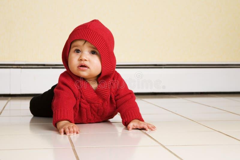 behandla som ett barn golvet arkivfoto