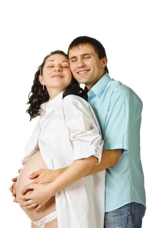 behandla som ett barn härliga par som förväntar arkivfoto
