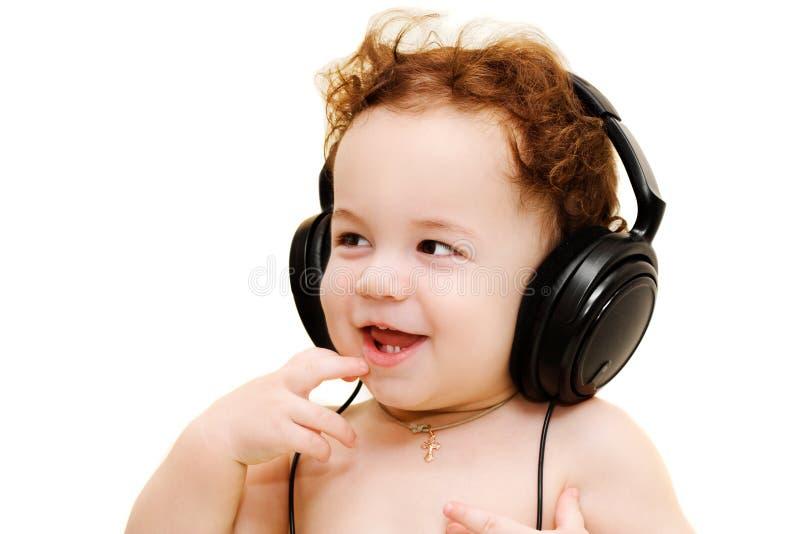 behandla som ett barn hörlurarslitage arkivfoton