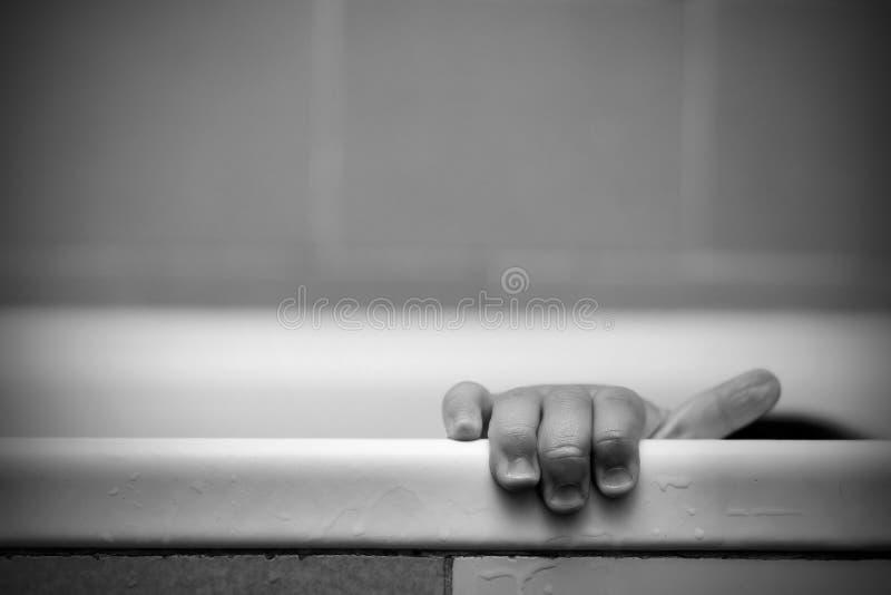 behandla som ett barn handen arkivfoto