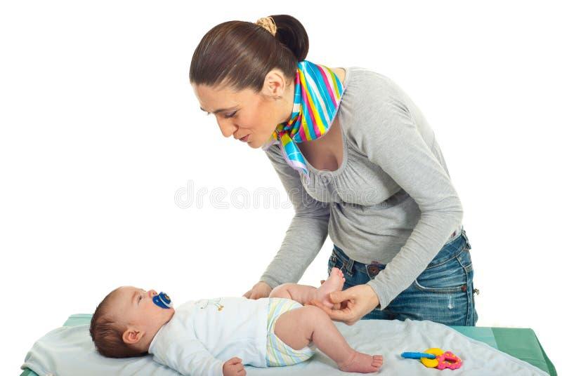 behandla som ett barn henne nyfött samtal för moder arkivfoton