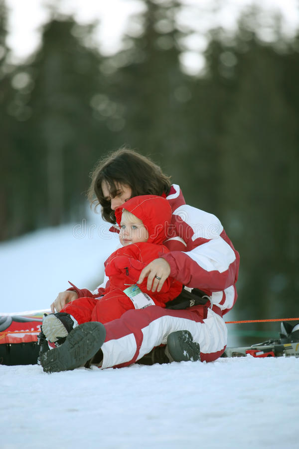 Behandla som ett barn i snow royaltyfri fotografi