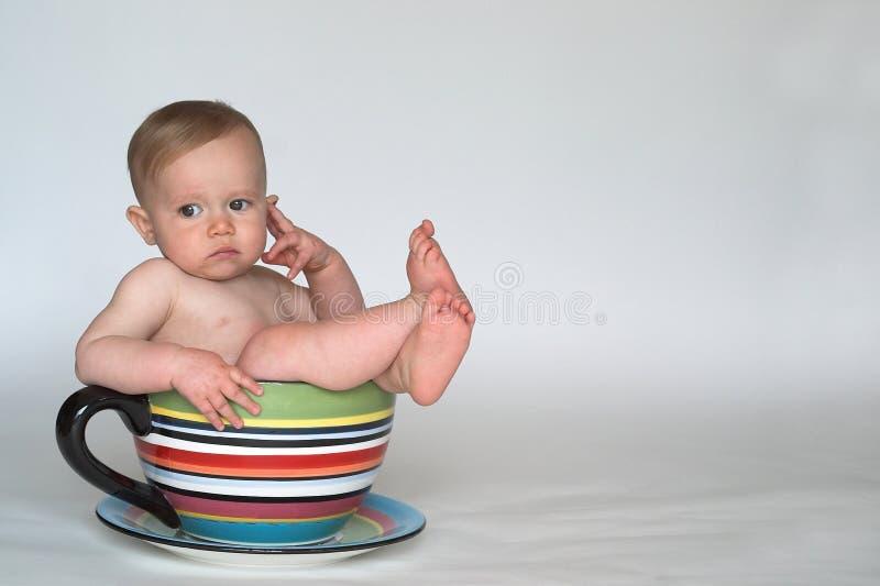 behandla som ett barn koppen royaltyfri foto