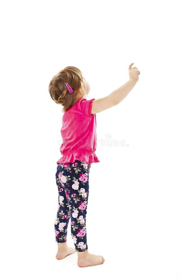 Behandla som ett barn lite flickavisningen något ovanför henne, bakre sikt arkivfoton