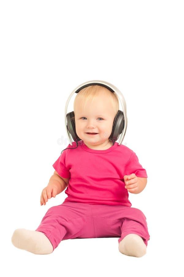 behandla som ett barn lyssnande musik för hörlurar till arkivfoto