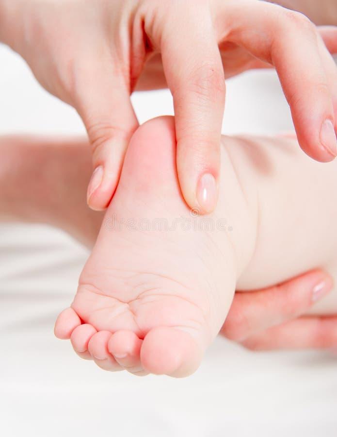 behandla som ett barn massagen royaltyfri fotografi