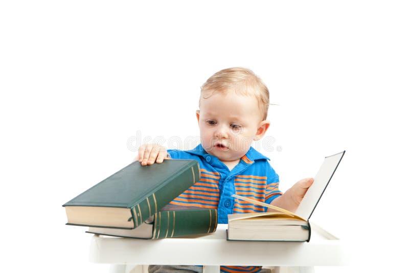 Behandla som ett barn med bokar royaltyfri fotografi