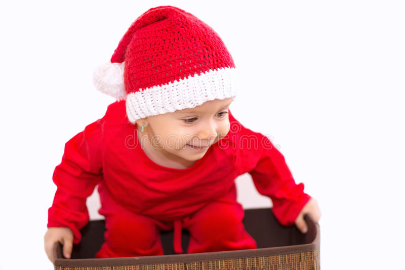 Behandla som ett barn med juldräkten fotografering för bildbyråer