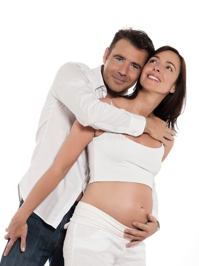 behandla som ett barn par som förväntar den lyckliga kramen royaltyfri foto
