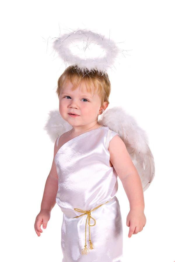 Behandla som ett barn pojken i dräkt av ängeln fotografering för bildbyråer