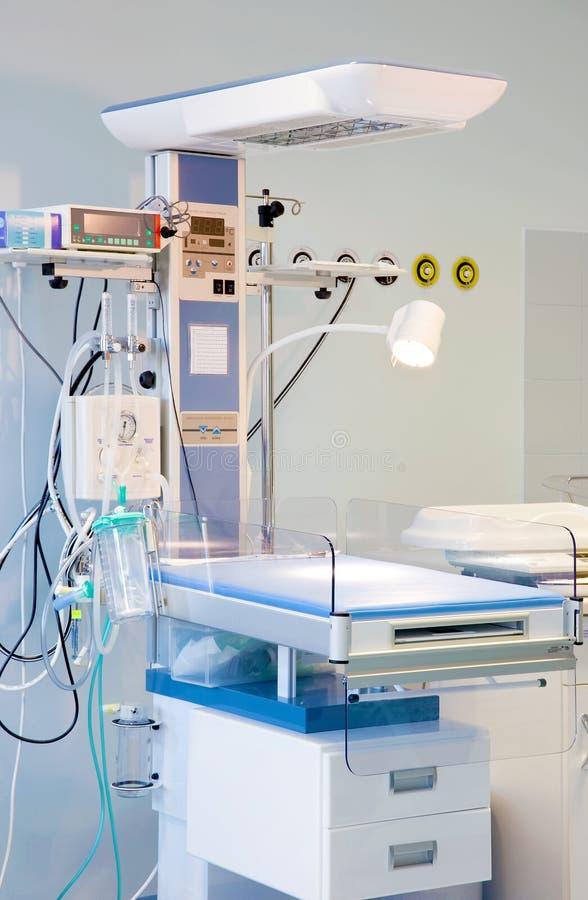 behandla som ett barn professionelln för omsorgsutrustningsjukhuset fotografering för bildbyråer