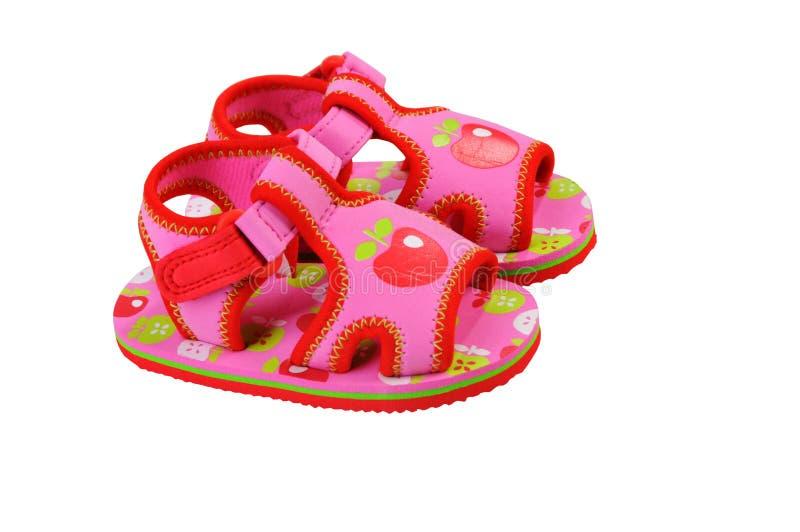 behandla som ett barn röda skor Sandaler för behandla som ett barn arkivbilder
