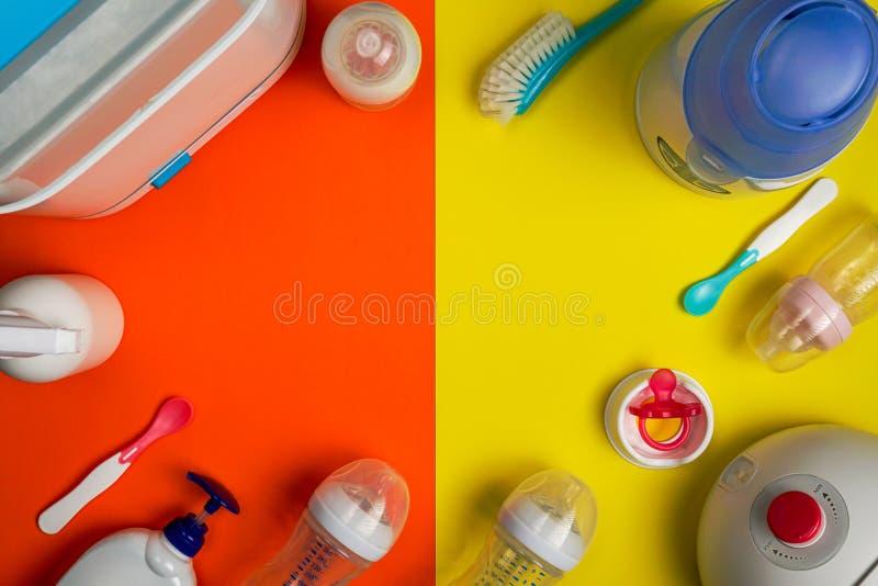 Behandla som ett barn redskap och att gå mot pumpen, sterilisera maskinen arkivbilder