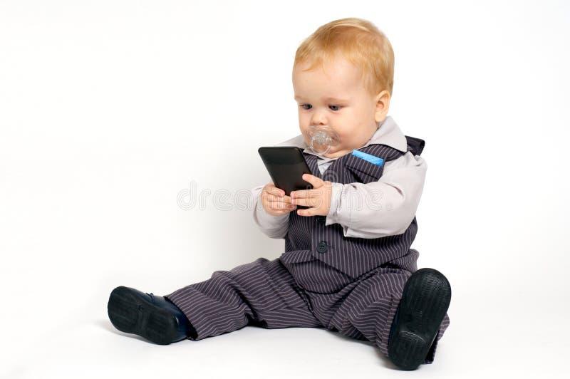 behandla som ett barn texting arkivbild