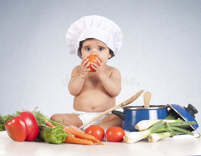 Behandla som ett barn tomaten royaltyfria foton