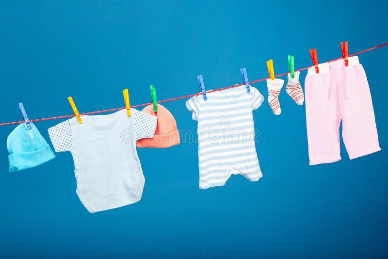 behandla som ett barn tvätterit royaltyfria bilder