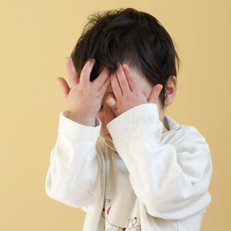 behandla som ett barn upp att vakna fotografering för bildbyråer