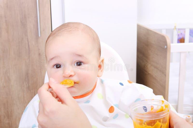 Behandla som ett barn vägrar att äta royaltyfri foto