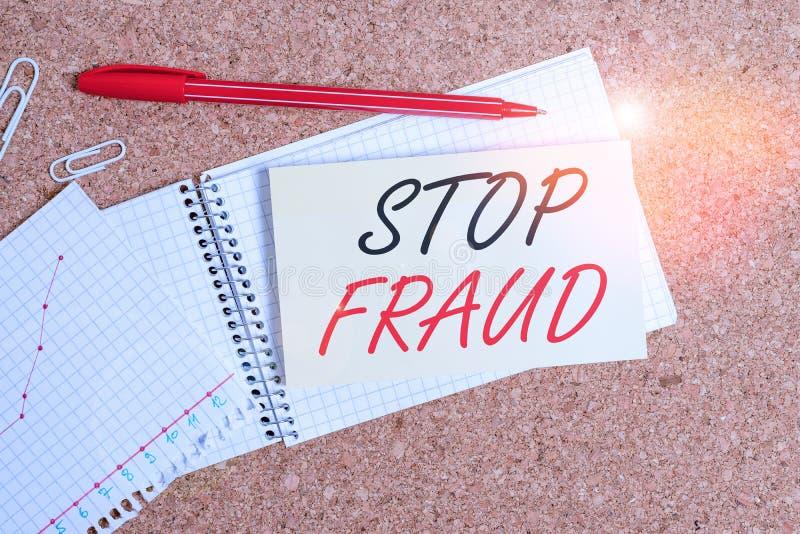 Behandla text Stoppa bedrägeri Begrepp kampanjråd som visar hur de ser ut med sina penningtransaktioner Desk arkivbilder