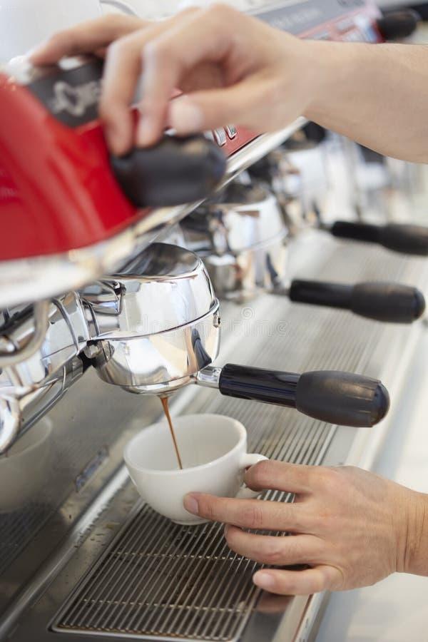 behandling för förberedelse för foto för maskin för kaffeespressoexponering lång arkivbilder