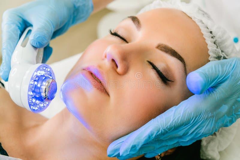 Behandling för skönhetsmedel för infrarött ljus för ultraljud royaltyfria foton