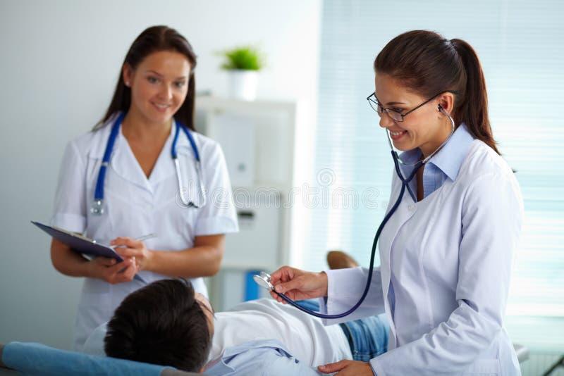 Behandlung des Patienten stockfotografie