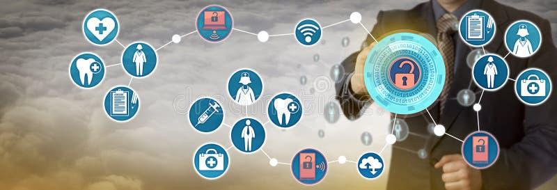 Beheerder Accessing Patient Data via Netwerk royalty-vrije stock afbeeldingen