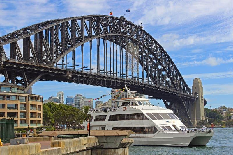 Beherbergten Sie Brücke und ein Boot, Sydney, Australien stockbild