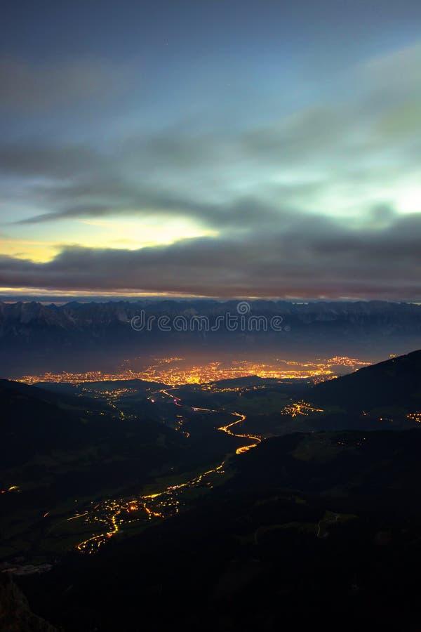 Behinde Innsbruck de la salida del sol en el Tyrol, Austria fotos de archivo libres de regalías