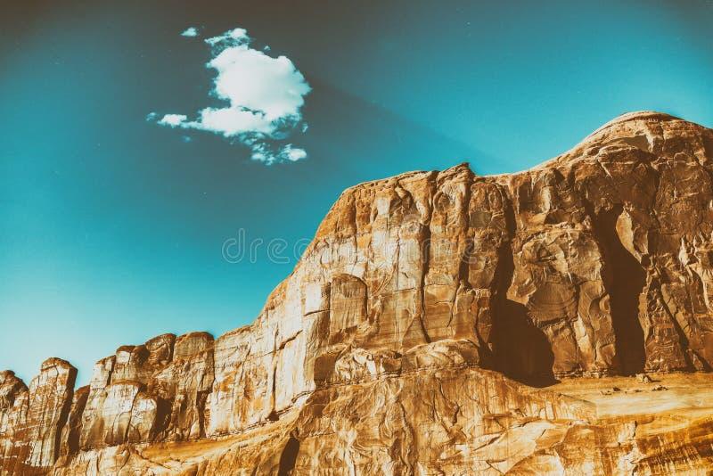 behing在夏天se的美丽的小云彩国家公园山 库存图片