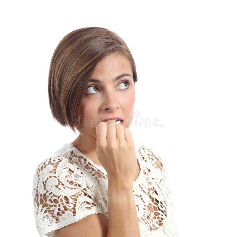 Beißende Nägel der nervösen nachdenklichen Frau lizenzfreie stockbilder