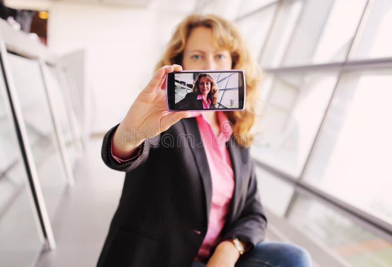 Bei 35 anni della donna fotografie stock libere da diritti