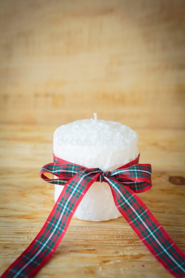 Bei candela e nastro bianchi di Natale fotografia stock