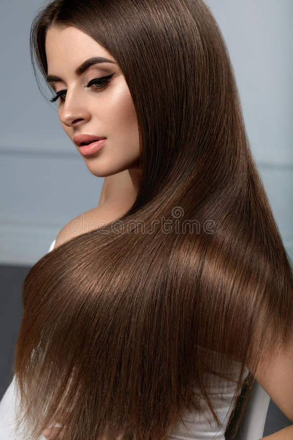 Bei capelli Capelli lunghi di modello di With Glossy Straight della donna fotografia stock