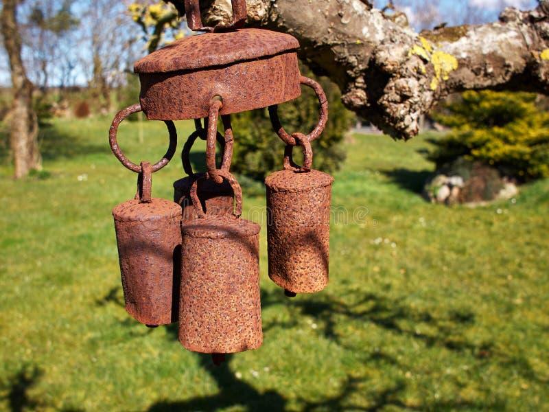 Bei carillon di vento della campana del giardino immagine stock libera da diritti