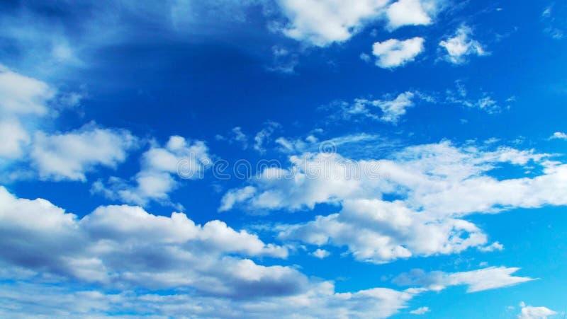 Bei cielo blu e nubi fotografia stock