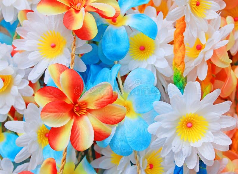 Bei colori dei fiori di plastica immagine stock - Immagine di lucertola a colori ...