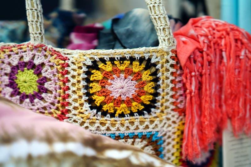 Bei colori nella finestra di un negozio in Parikia fotografia stock libera da diritti