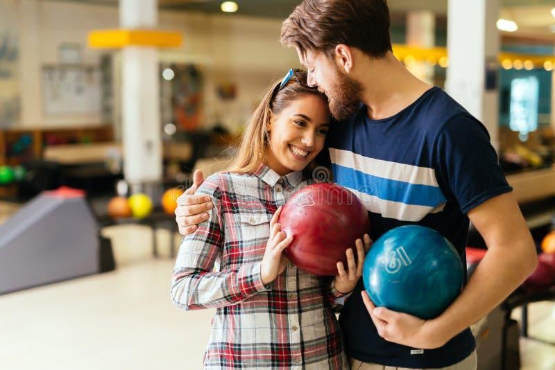 Bei datazione e bowling delle coppie fotografie stock libere da diritti