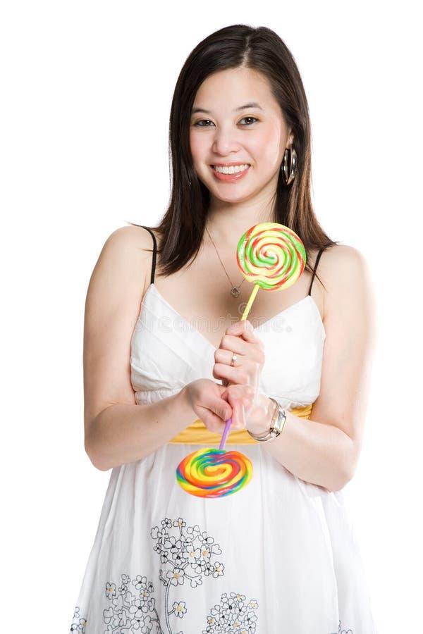 Bei donna e lollipops asiatici fotografie stock libere da diritti