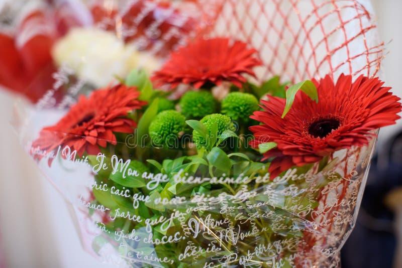 Bei fiori freschi, mazzo di bei fiori freschi Compleanno celebrazione fotografia stock libera da diritti
