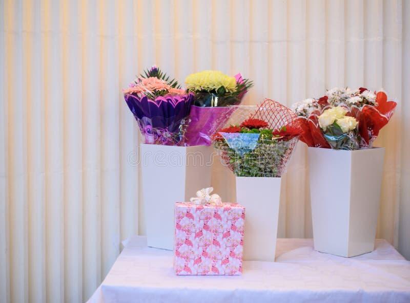 Bei fiori freschi, mazzo di bei fiori freschi Compleanno celebrazione immagini stock libere da diritti