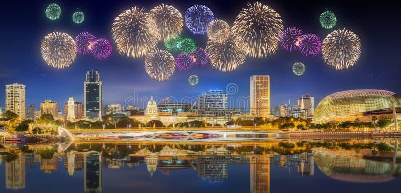 Bei fuochi d'artificio in Marina Bay, Singapore fotografia stock