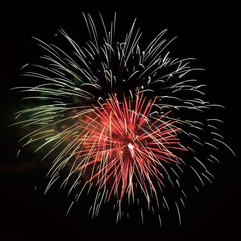 Bei fuochi d'artificio rossi bianchi di celebrazione fotografia stock