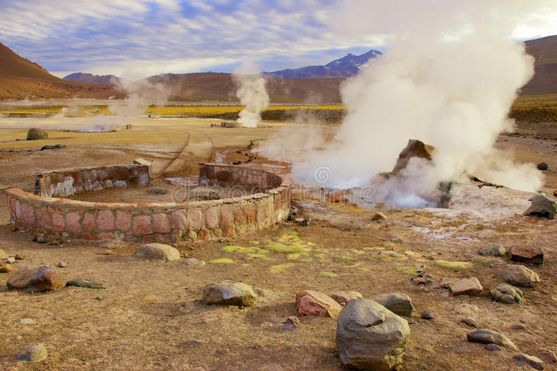 Bei geyser ad alba, Cile di EL Tatio fotografia stock libera da diritti