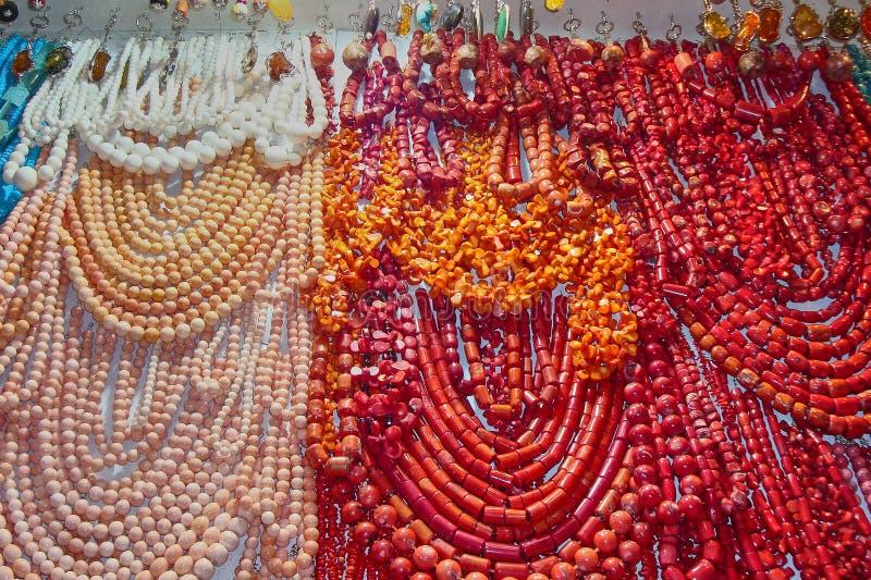 Bei gioielli femminili sul bazar orientale nell'Egitto fotografia stock libera da diritti