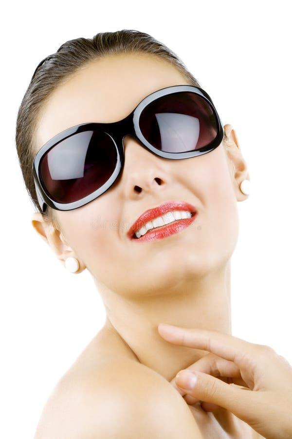 bei giovani alla moda della donna degli occhiali da sole fotografia stock libera da diritti