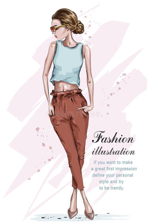 bei giovani della ragazza di modo Donna alla moda in vestiti di modo Ragazza disegnata a mano in occhiali da sole abbozzo illustrazione di stock