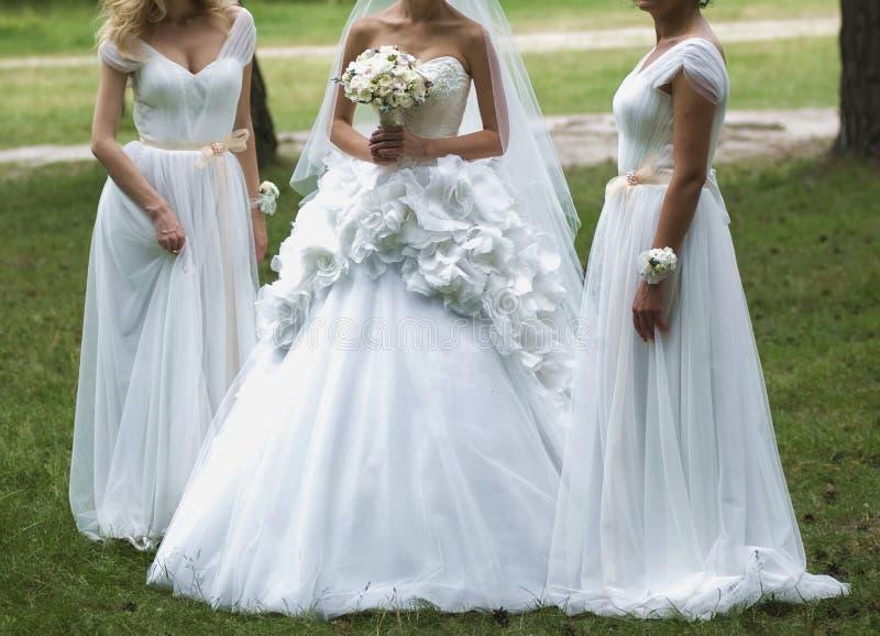 Download Bei Mazzi Dei Fiori Pronti Per La Grande Cerimonia Di Nozze Fotografia Stock - Immagine di bridesmaid, fiore: 56879912