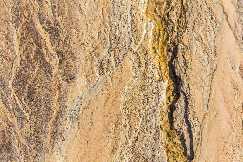 Bei modelli della sabbia sulla riva del Mar Baltico Fondo astratto e variopinto della sabbia sulla spiaggia immagine stock